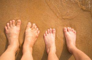 Какими симптомами сопровождается плоскостопие