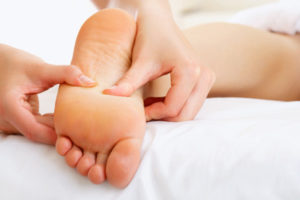 Сделать массаж при плоскостопии